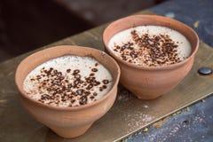 在印度黏土杯- Kulhad的咖啡 库存图片