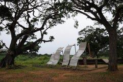 在印度洋的岸的一座纪念碑死了于毁灭的海啸在2004年12月 图库摄影