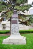 在印第安纳政府中心前面的一个雕象 库存照片