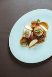 在卵形板材的花梢食物 免版税图库摄影