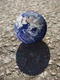 在卷的一地球 库存图片