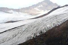 在厄尔布鲁士山的冰川 免版税库存图片