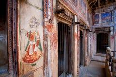 在历史房子里面的壁画在拉贾斯坦 免版税库存照片