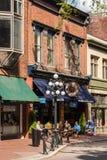 在历史的区Gastown,温哥华浇灌街道 免版税库存图片
