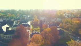 在历史的小村庄的空中寄生虫视图在一个明亮的晴天命名了Kornelimuenster 股票录像