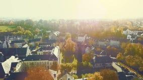 在历史的小村庄的空中寄生虫视图在一个明亮的晴天命名了Kornelimuenster 股票视频