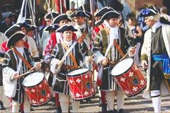 在历史的服装打扮的音乐家 免版税库存图片