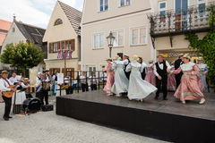 在历史的节日的舞蹈表现 免版税库存图片