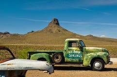在历史的路线66的被放弃的汽车 免版税图库摄影