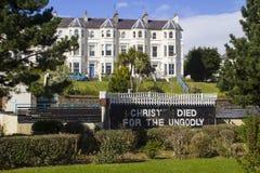 在历史的露天公理会的墙壁上的圣经文本在曼格近北爱尔兰Pickie地区  库存图片