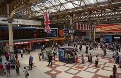 在历史的维多利亚火车站里面,伦敦英国。 图库摄影