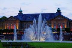 在历史建筑Regentenbau的夏夜庆祝 免版税图库摄影