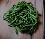 在厨房地板上的绿豆 免版税图库摄影