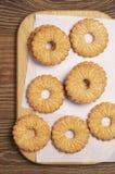 在厨房板的一种油脂含量较高的酥饼 免版税库存图片