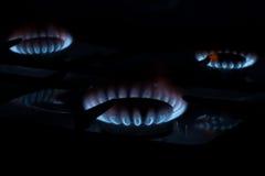 在厨房煤气炉的灼烧的气体 库存图片