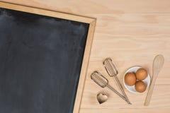 在厨房用桌上的黑板 库存照片