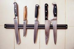 在厨房的刀子 免版税库存照片