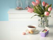 在厨房背景的新鲜的黄色郁金香 3d 库存图片