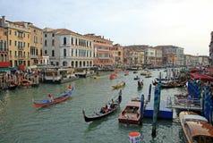 在参与在Regata Storica的大运河的历史船,每年举行在第一星期天在9月在威尼斯 库存图片