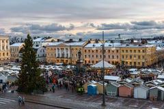 在参议院正方形的圣诞节市场在赫尔辛基 免版税库存图片