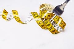 在叉子受伤的黄色厘米、饮食和适当的营养c 免版税图库摄影