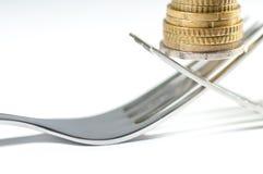 在叉子宏指令射击的硬币 免版税库存照片