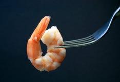 在叉子的大虾 免版税图库摄影