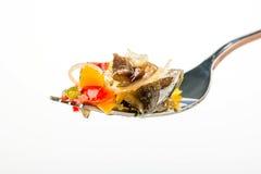 在叉子的沙拉 免版税库存图片