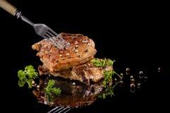 在叉子的油煎的肉用胡椒 库存图片