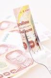 在叉子的1000泰铢票据 免版税库存照片