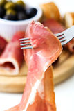 在叉子的Prosciutto 库存照片