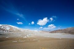 在友谊高速公路的西藏风景在西藏 库存图片