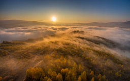 在反向云彩的秋天日出  图库摄影