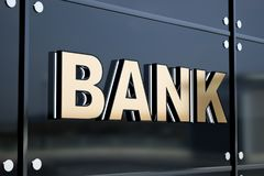 在反射性大厦边的银行标志 免版税库存照片