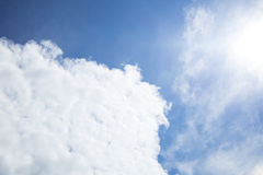 在发光的蓝天的云彩 图库摄影