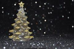 在发光的黑背景的圣诞节装饰 库存照片