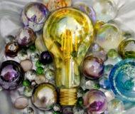 在发光surronding的美丽的电灯泡 例证大项目和所有零件的想法和需要是成功大的ands 库存照片