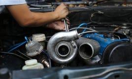 在发动机的涡轮充电器 免版税库存图片