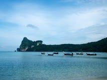 在发埃发埃海岛上的泰国小船 免版税图库摄影