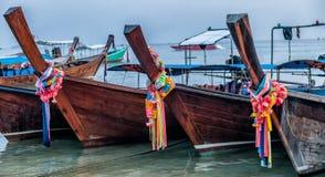 在发埃发埃海岛,泰国上的帆船附载的大艇 图库摄影