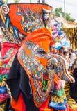 在发埃Ta Khon节日的五颜六色的鬼魂面具performaer, Loei,泰国 库存照片