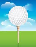 在发球区域背景的高尔夫球 图库摄影