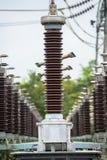 在发电站的避雷导线 库存照片