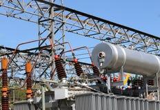 在变压器发电站的油箱的ener的生产 图库摄影