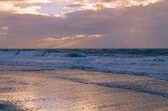 在叙尔特岛海岛上的多暴风雨的天气 库存照片