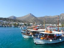 在口岸伊拉克利翁的看法在克利特海岛上 免版税库存照片
