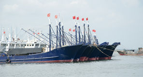 在口岸停泊的渔船 免版税图库摄影