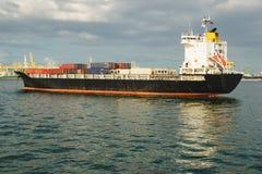 在口岸的商业货船充分的容器 运输,运输概念 库存照片
