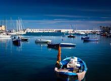 在口岸的小船在巴里意大利 免版税库存图片