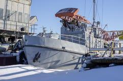 在口岸的船在冬天停车处 免版税库存照片